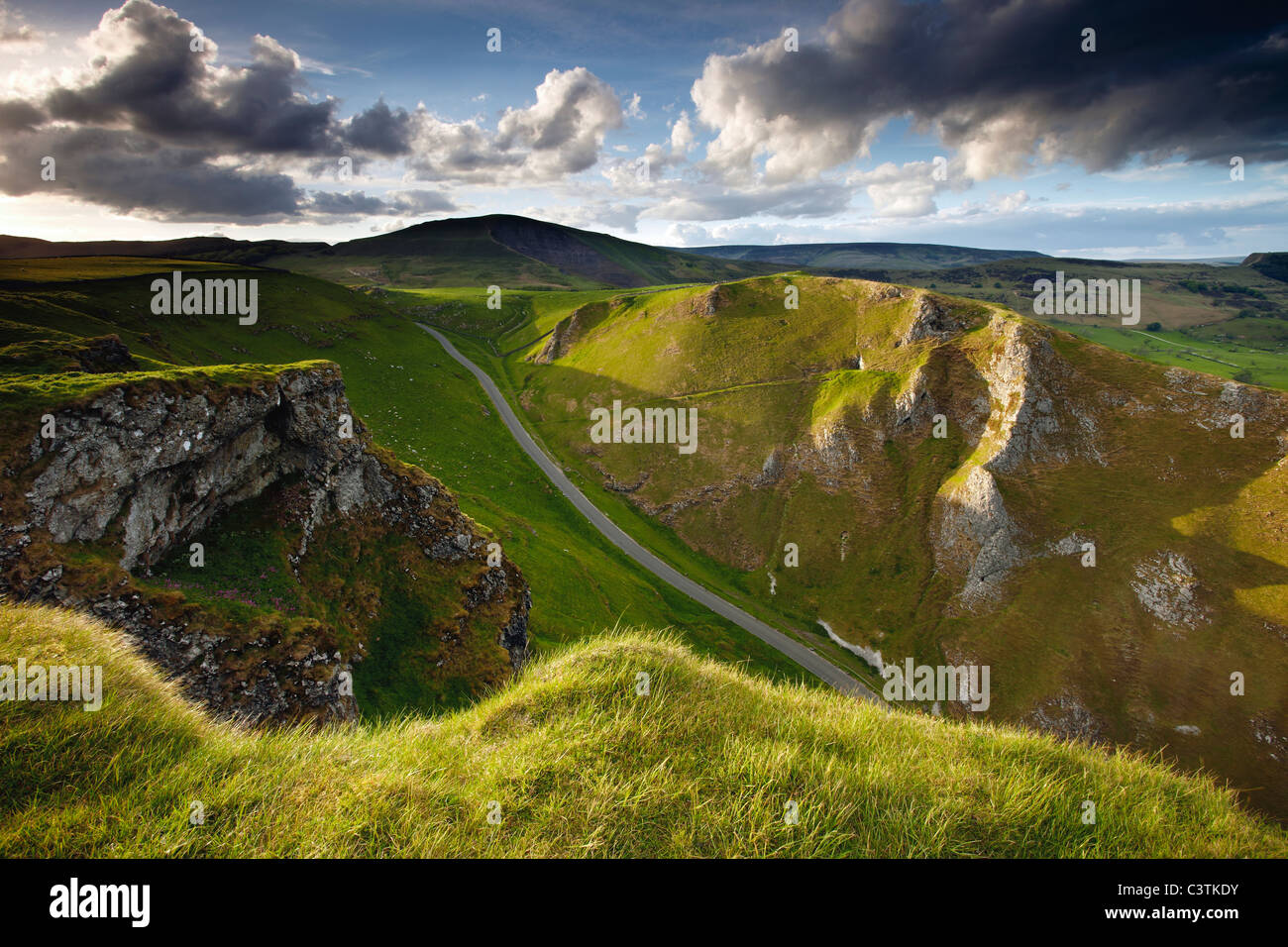 Taken from Winnats Pass looking to Mam Tor in the Peak District National Park - Stock Image