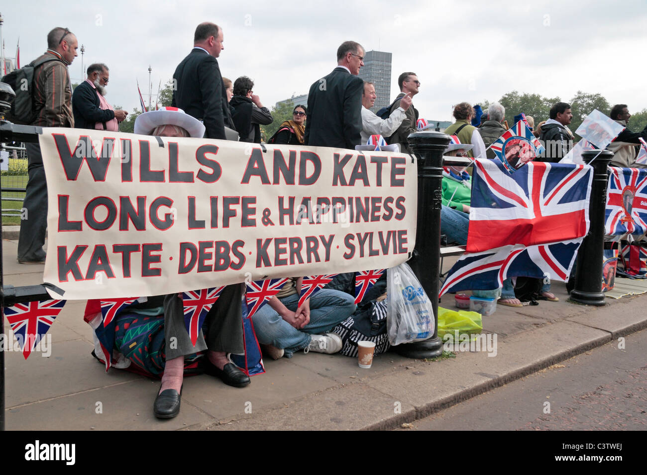 Royal Wedding fans with their banner outside Buckingham Palace the night before the Royal Wedding, April 2011. Stock Photo