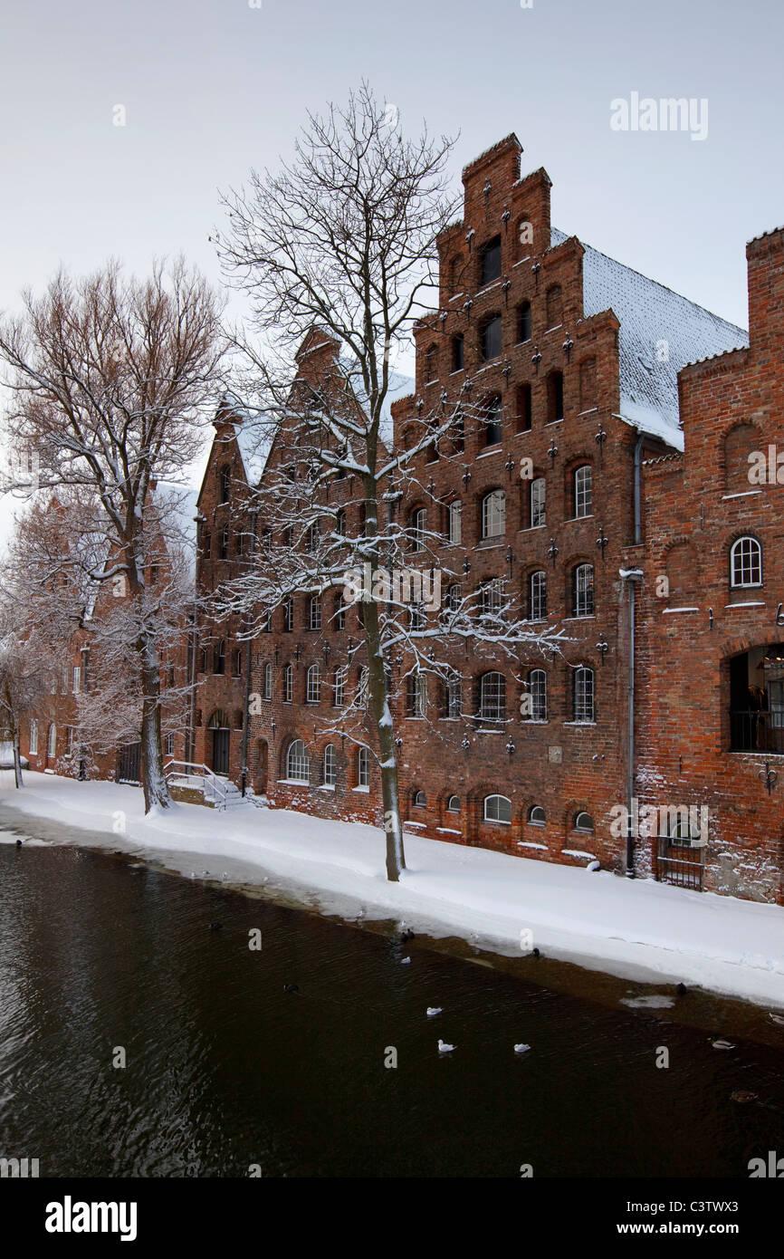 Salzspeicher, historic salt warehouses / salt storehouses in the snow in winter, Hanseatic city, Lübeck, Germany - Stock Image