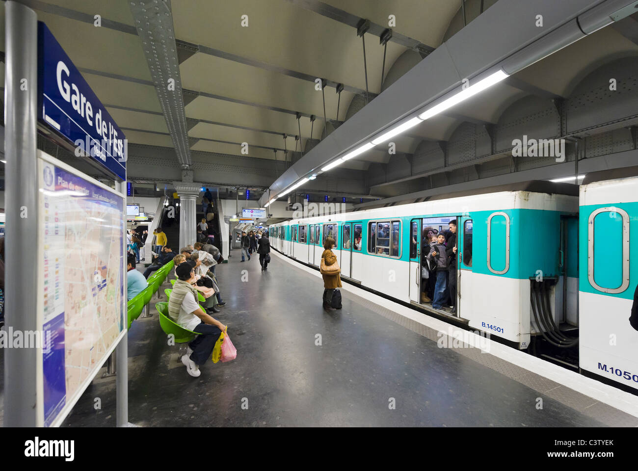 Train in the Gare de l'Est Metro station, Paris, France - Stock Image