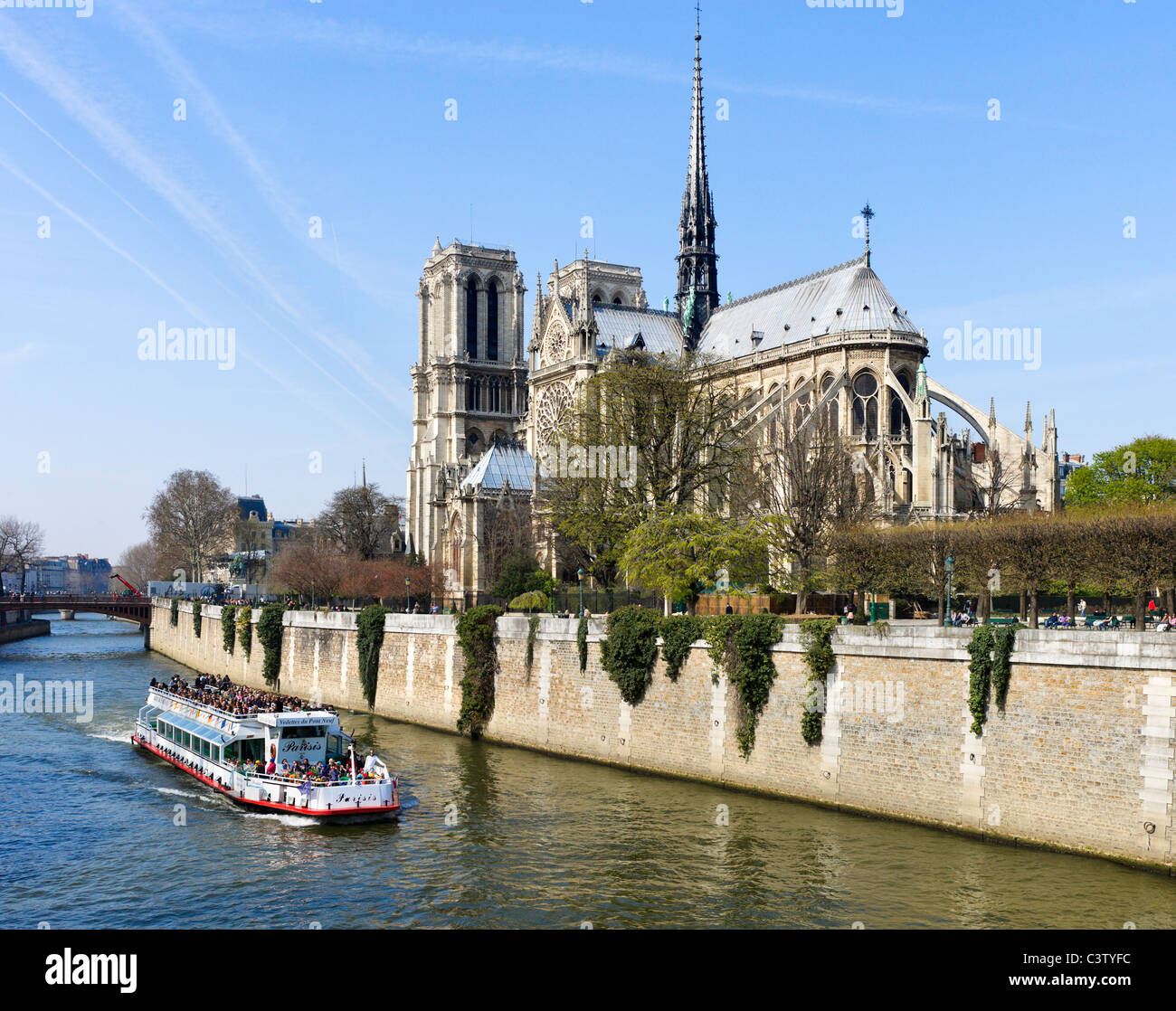 Cruise boat on River Seine in front of  southern facade of the Cathedral of Notre Dame de Paris, Ile de la Cite, - Stock Image