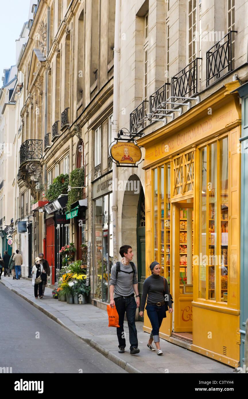 Local shops on the Rue St Louis en l'Ile, Ile Saint-Louis, Paris, France - Stock Image