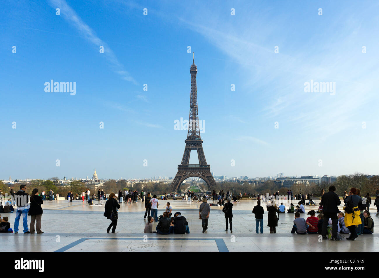 Tourists viewing the Eiffel Tower from the Trocadero in the late afternoon, Paris, France - Stock Image