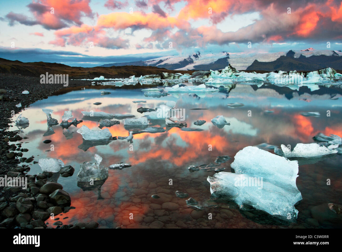 Warm and cold tones collide on a wonderful September morning at Jokulsarlon Lagoon in Iceland - Stock Image