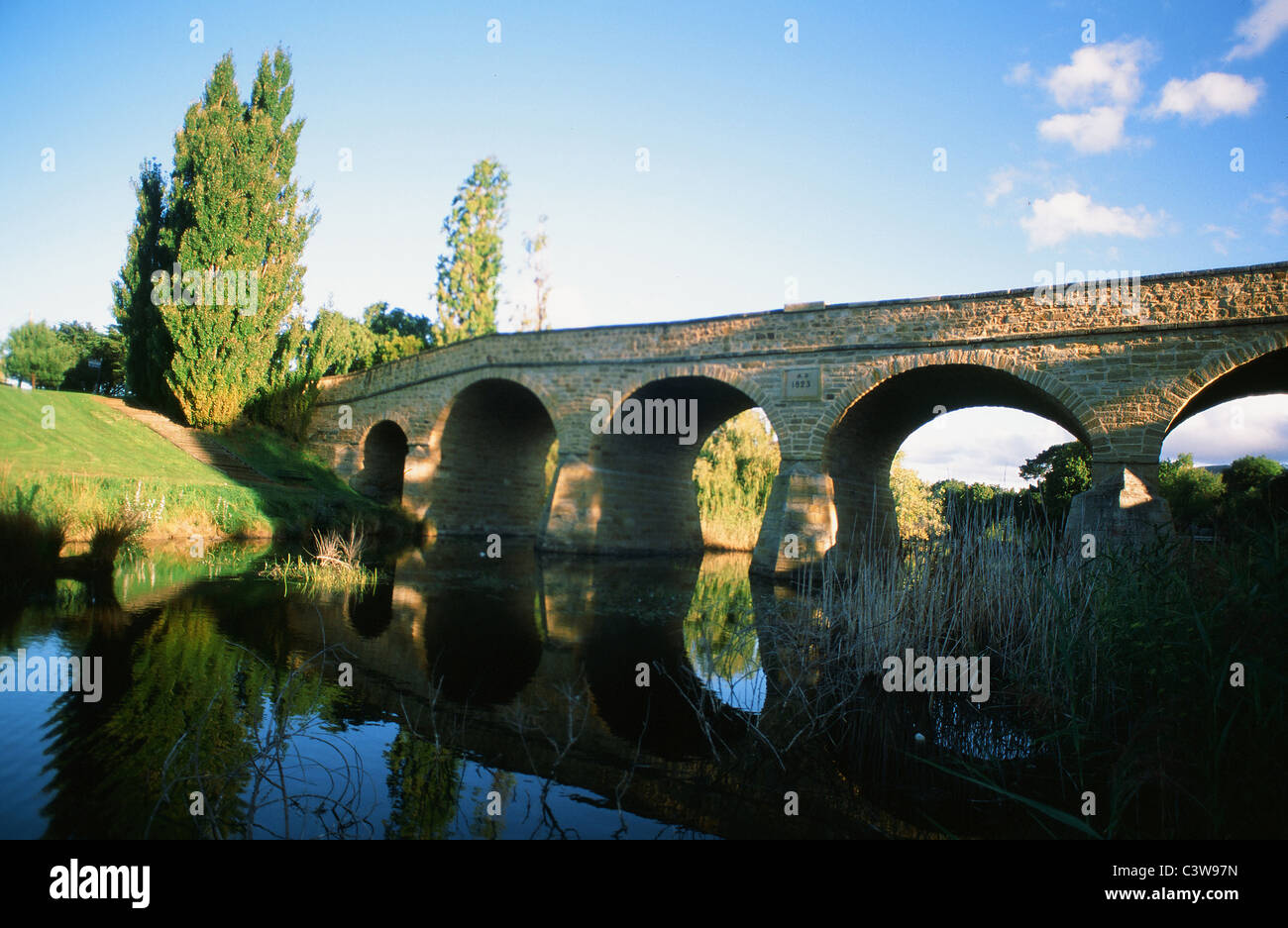 RIchmond Bridge (1823) in Richmond, Tasmania, is the island's oldest bridge and was built by convincts from - Stock Image