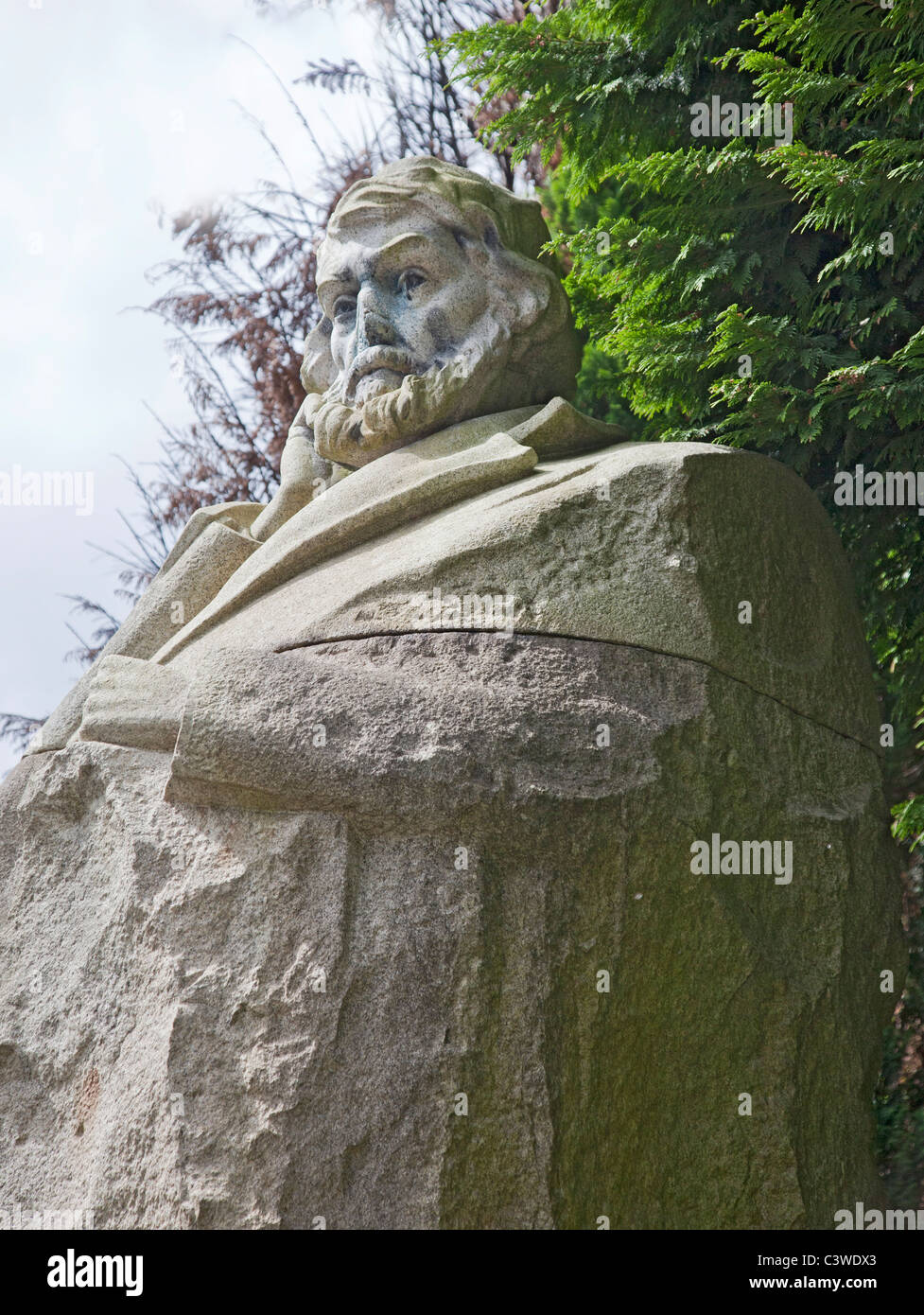 Statue to Thomas Carlyle, essayist, historian and moralist, author of 'The French Revolution'; Kelvingrove - Stock Image