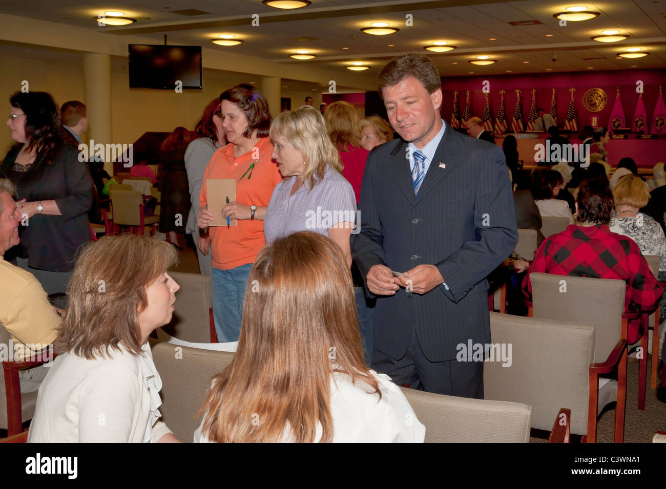 Legislator Dave Denenberg (LD 19), standing center, with supporters at Nassau Redistricting hearing, May 9, 2011, - Stock Image