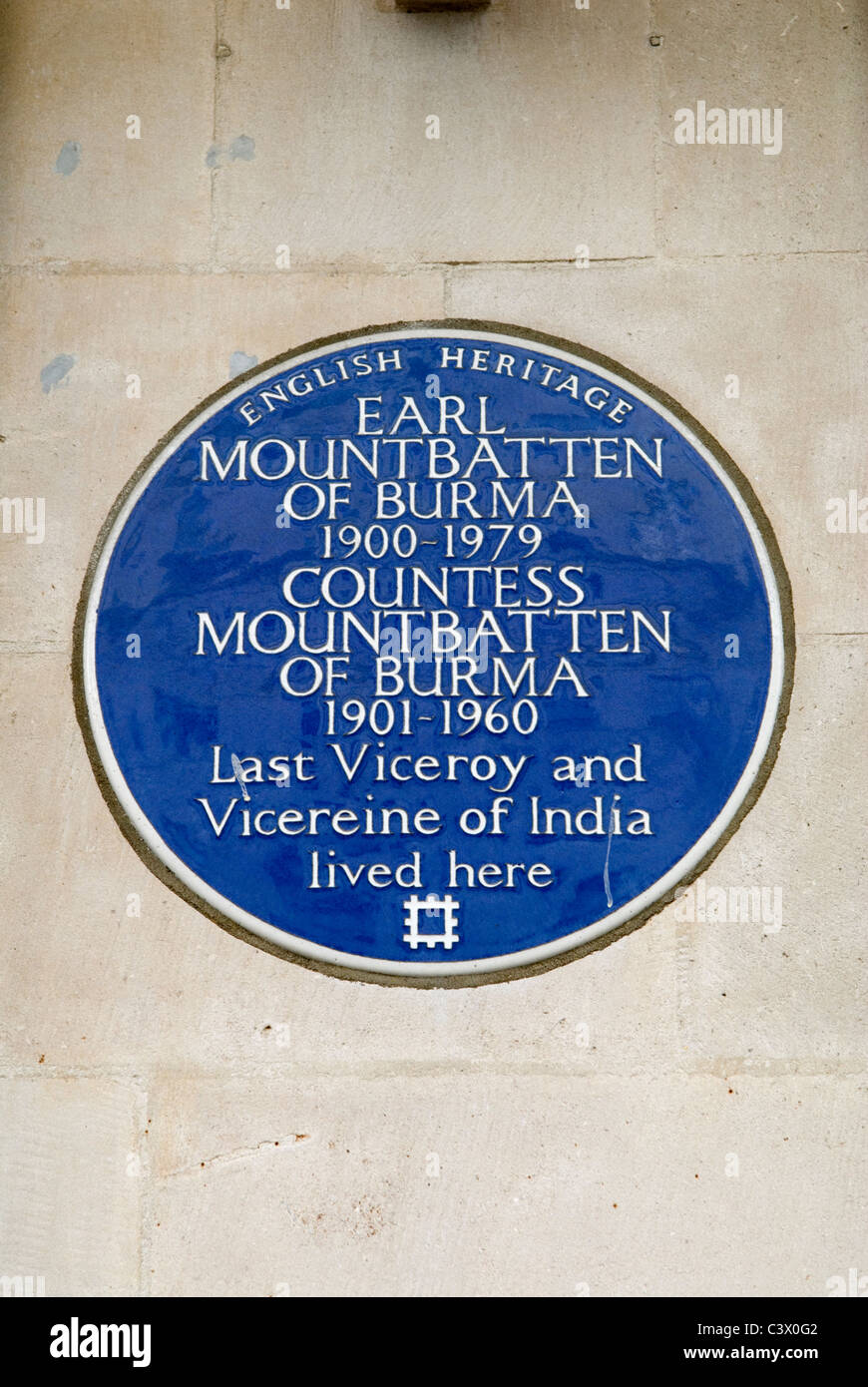 Blue Plaque. Wilton Crescent  Knightsbridge London Earl Mountbatten of Burma lived here 1901- 1960 HOMER SYKES - Stock Image
