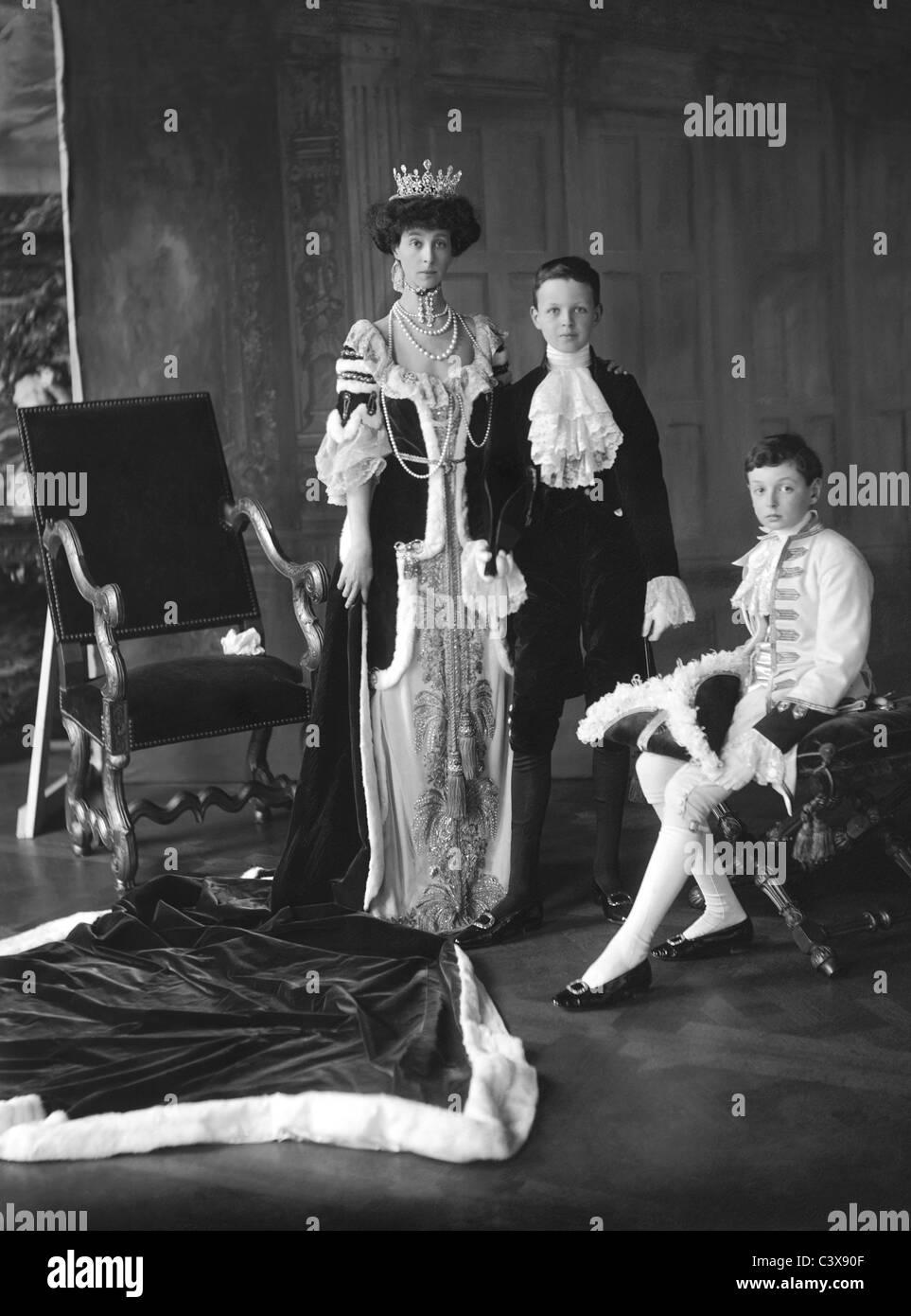 John Albert Edward William Spencer-Churchill, Duchess of Marlborough and Lord Ivor Churchill at coronation of King - Stock Image