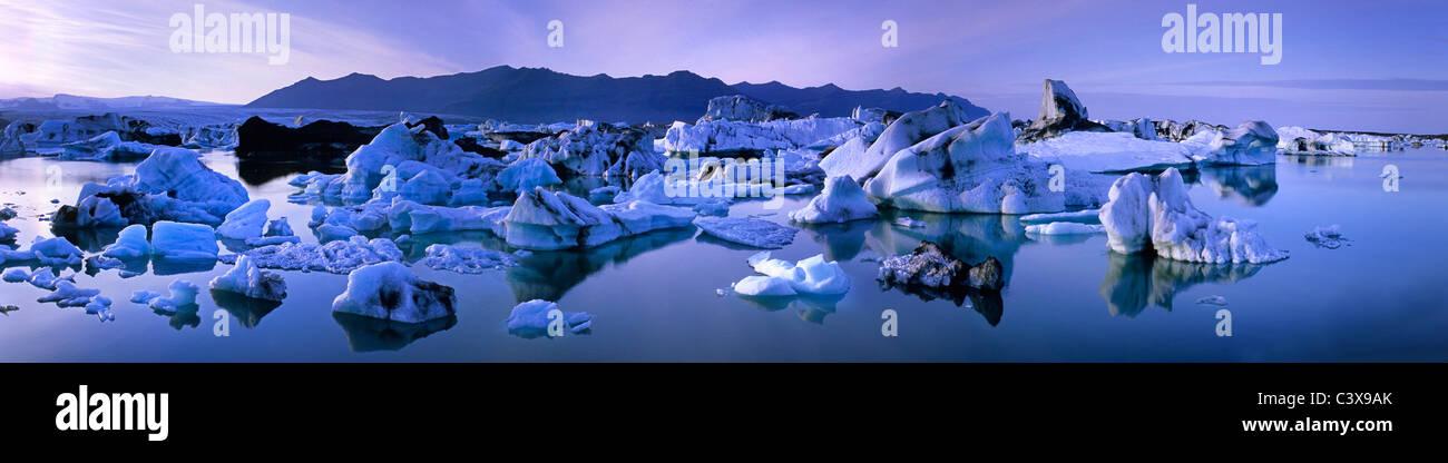 Iceland, Jokulsarlon. Blue icebergs floating in the lake Jokulsarlon. Panoramic, merged view. - Stock Image