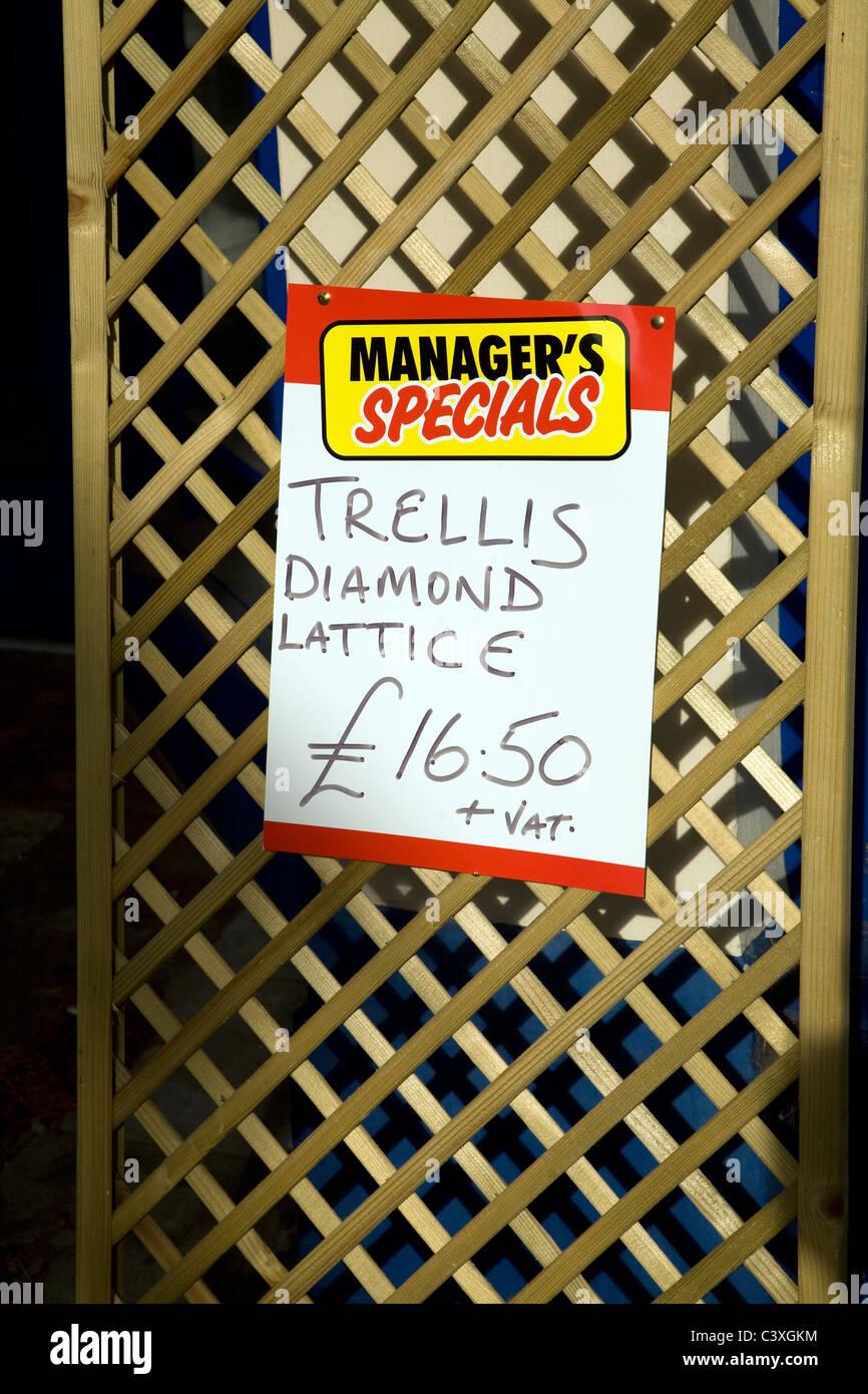 Manger's special offer trellis diamond lattice - Stock Image