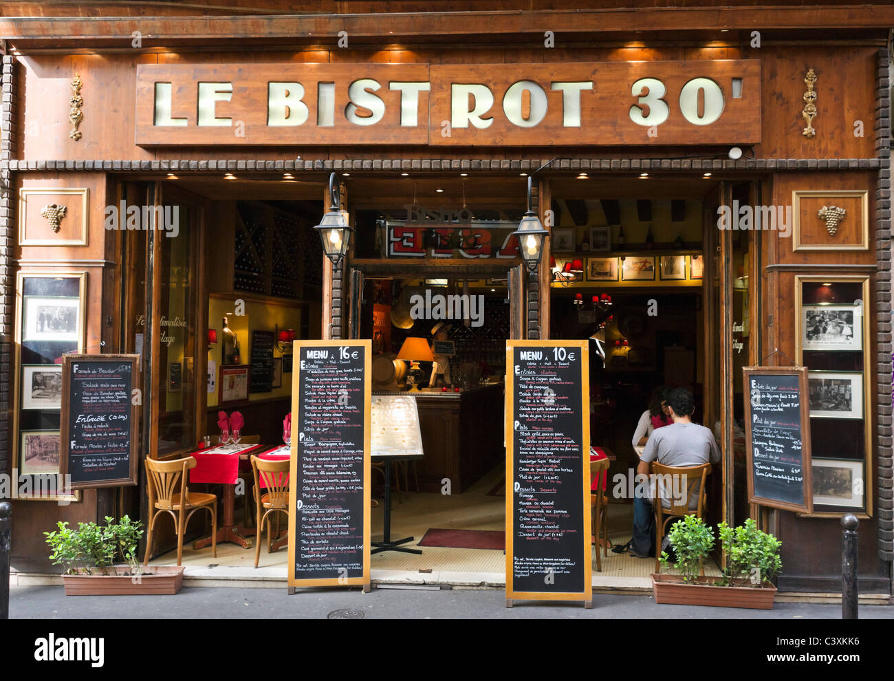 Bistrot on Rue St Severin just off the Boulevard St Michel, Latin Quarter, Paris, France - Stock Image