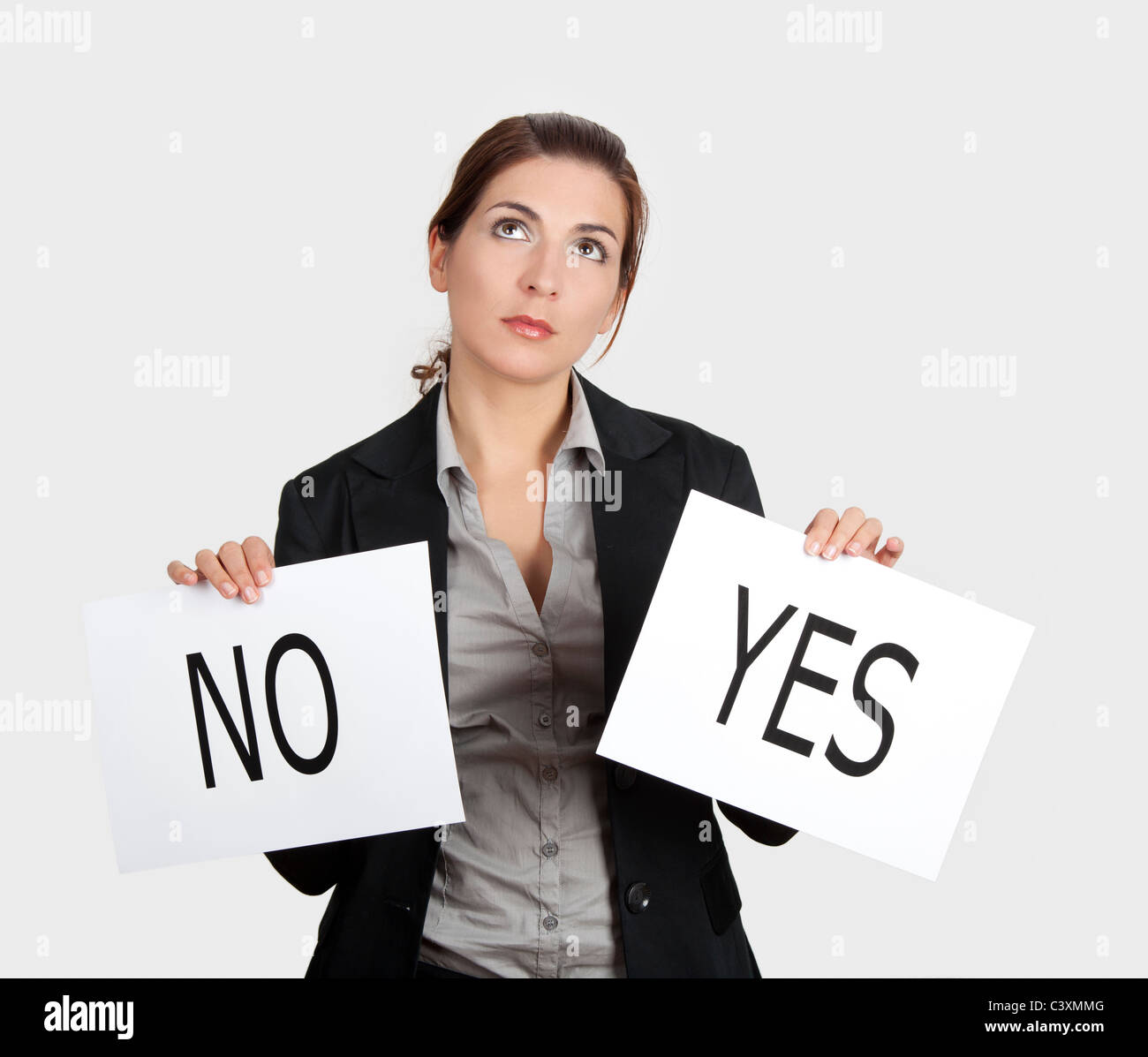 Business young woman trying to make a decision between Yes or No choice - Stock Image