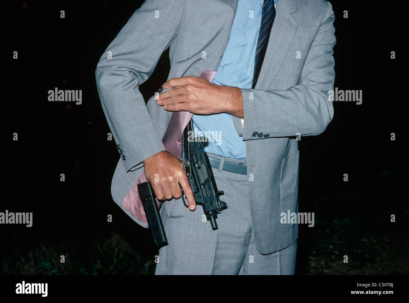Israeli Secret Service Agent Draws An Uzi Pistol From His Shoulder Stock Photo Alamy
