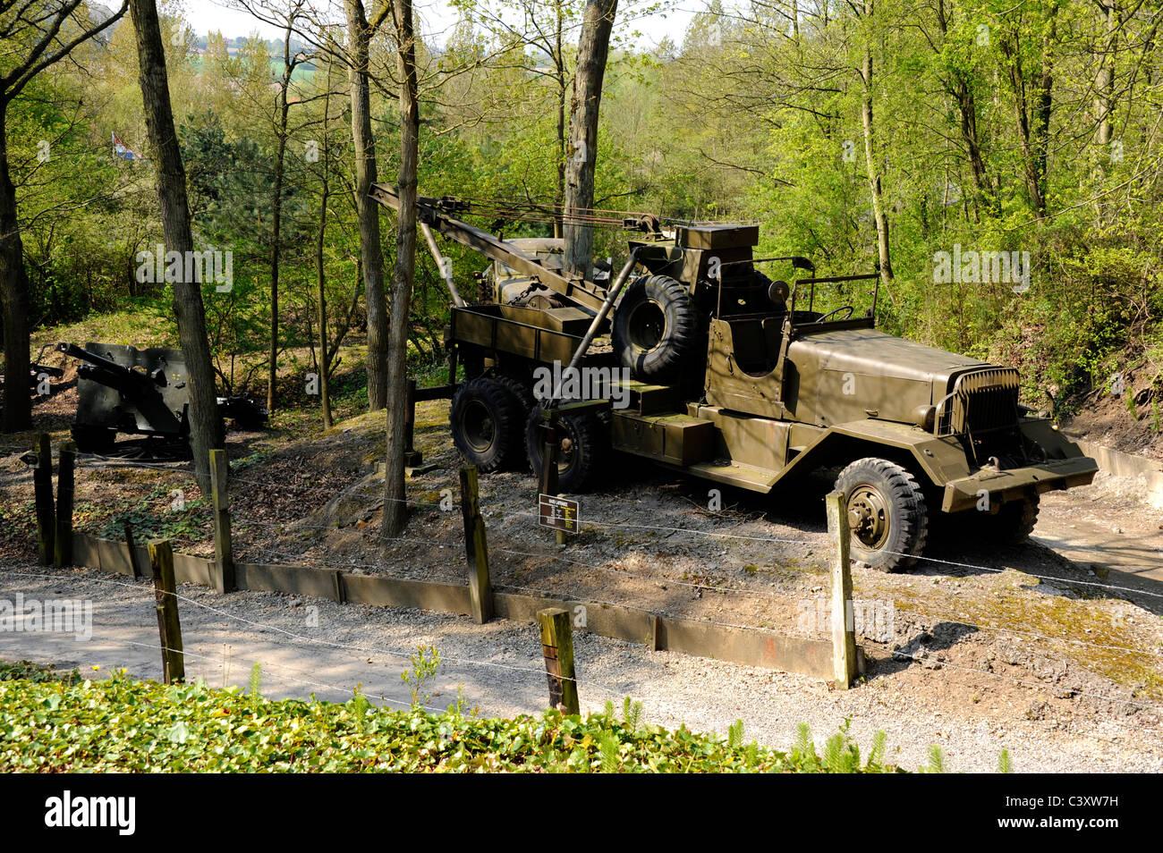 France Photo WW2 Tow Truck Wrecker /& Tank