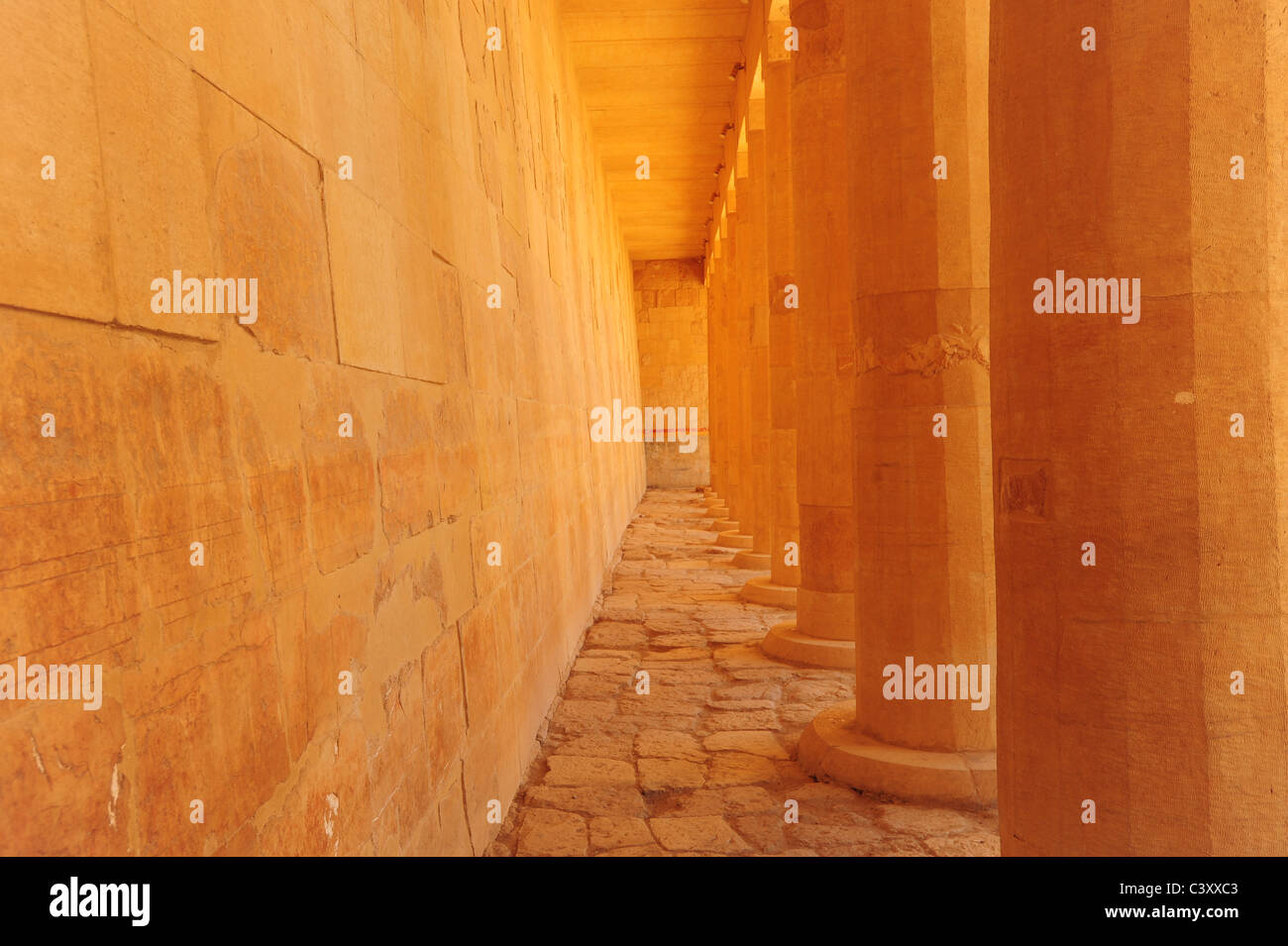 Africa Egypt Egyptian Luxor Valley of the Kings Queen Hatshepsut temple tomb columns pillars - Stock Image