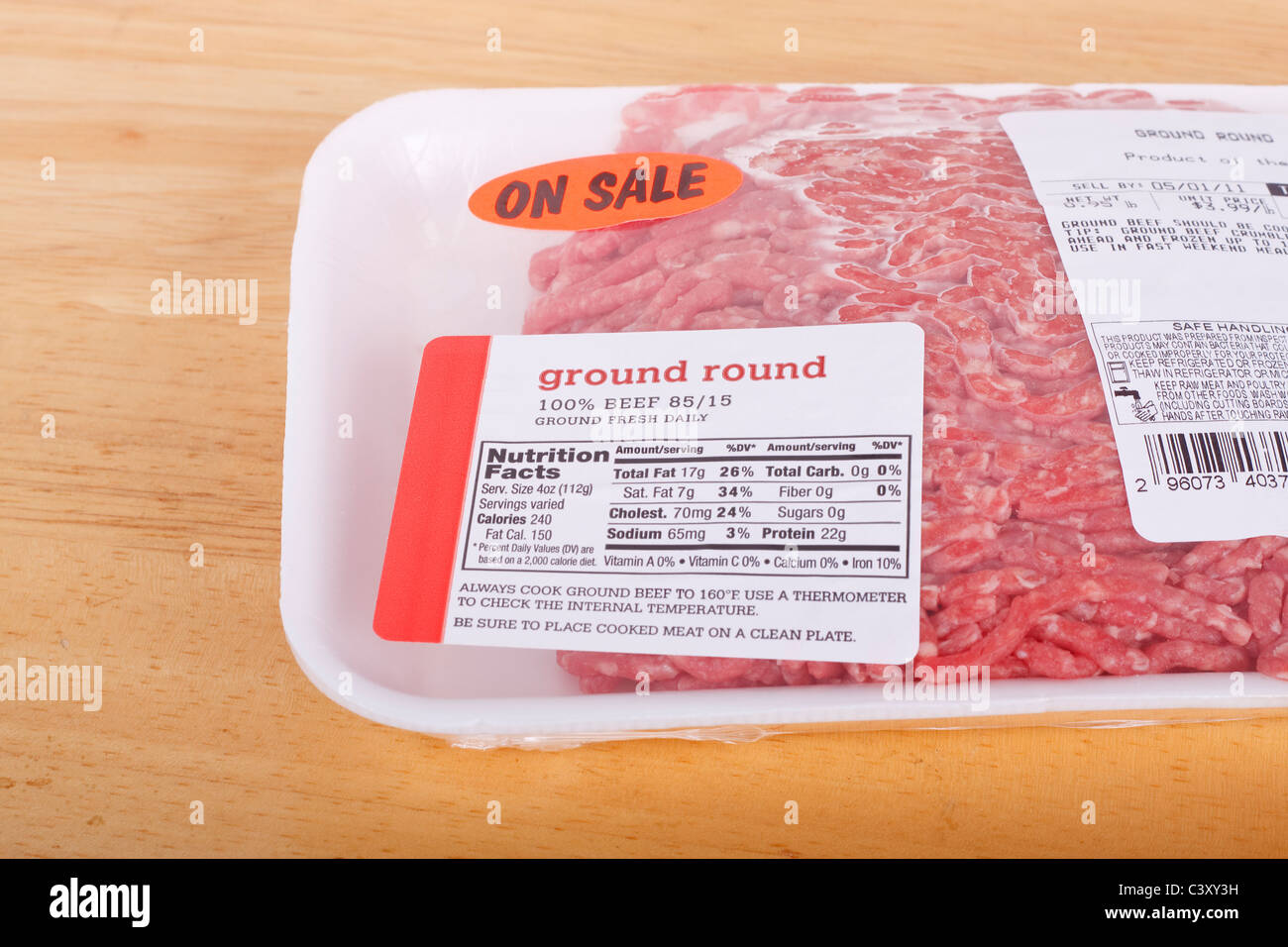 A package of fresh ground round with nutritional label - Stock Image