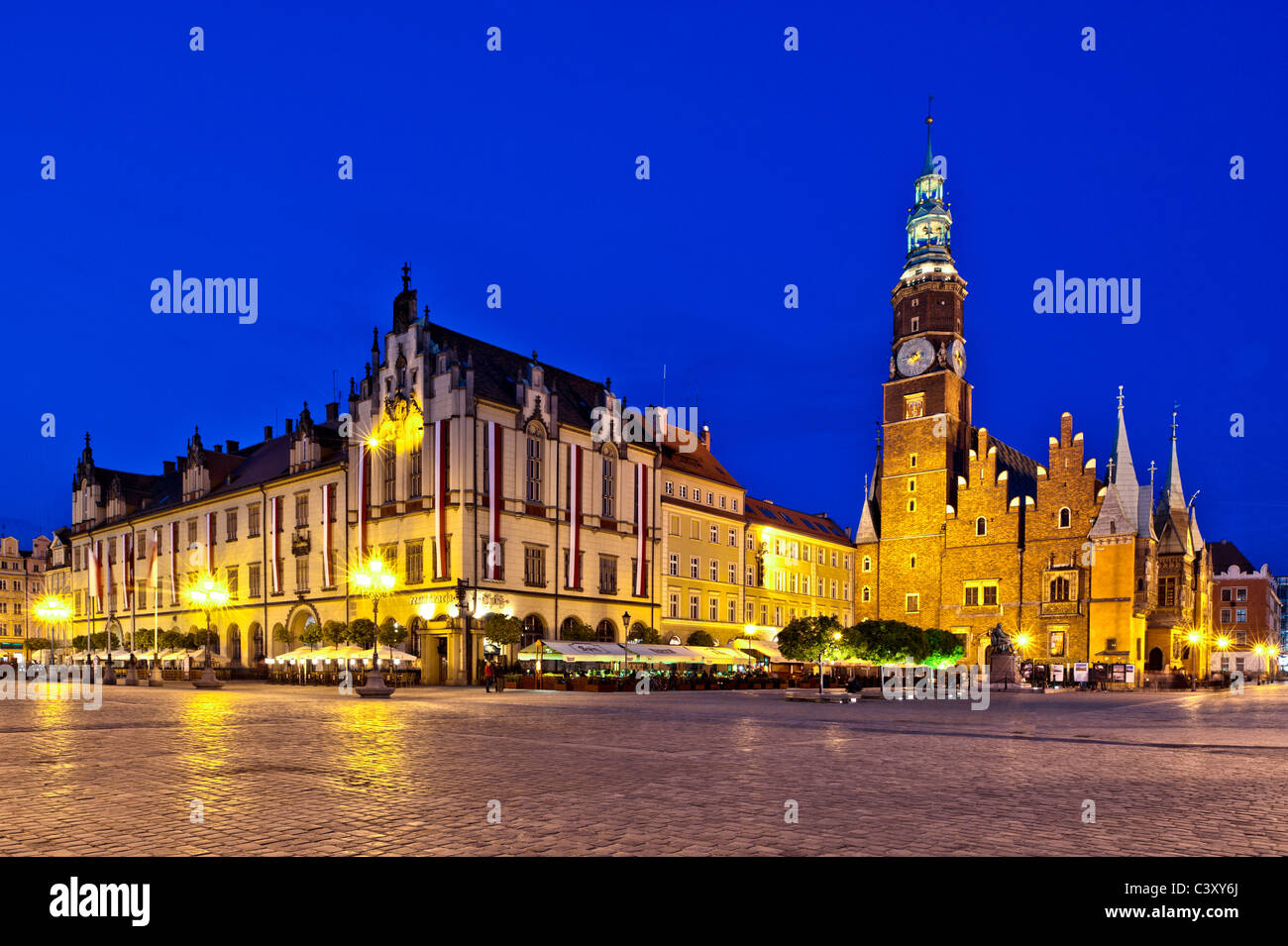 Market Square in historic Old Town at dusk, Wroclaw, Poland - Stock Image