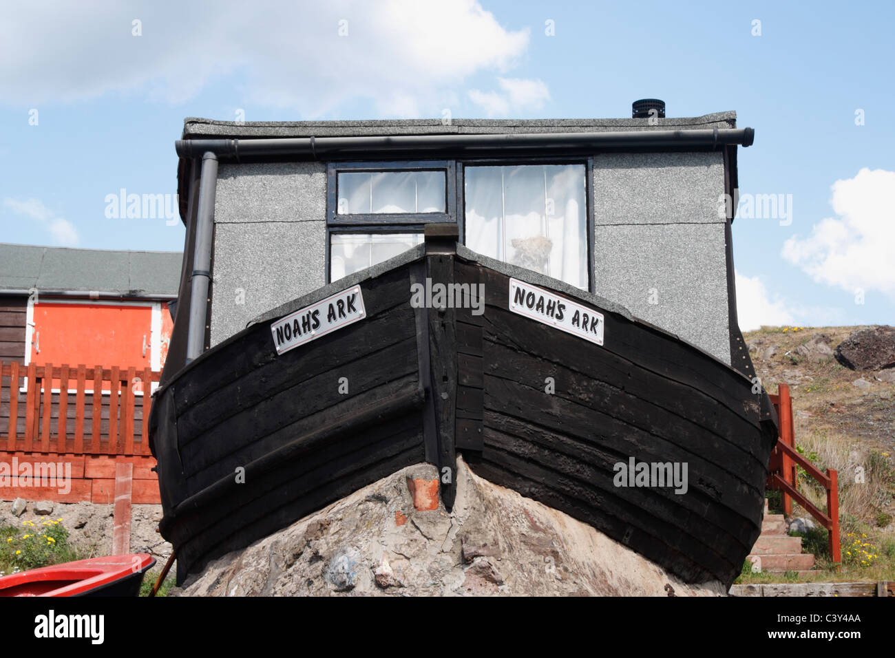 Houseboat/fisherman's hut called Noah's Ark at Paddy's Hole, South Gare, Redcar, Cleveland, England - Stock Image
