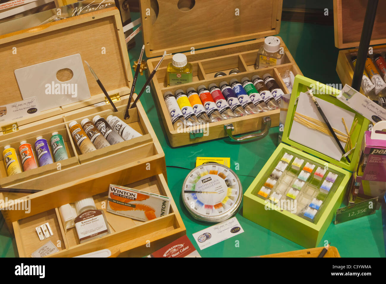 Artists supplies in shop window. Water colours, oil paints, brushes, palettes. - Stock Image