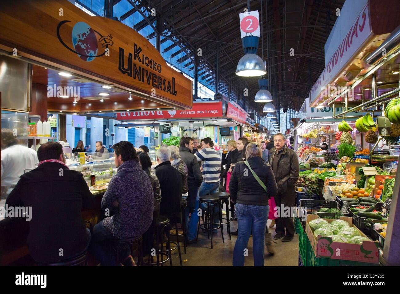 Snack bar in La Boqueria public market, La Rambla (Las Ramblas), Barcelona, Catalunya, Spain Stock Photo