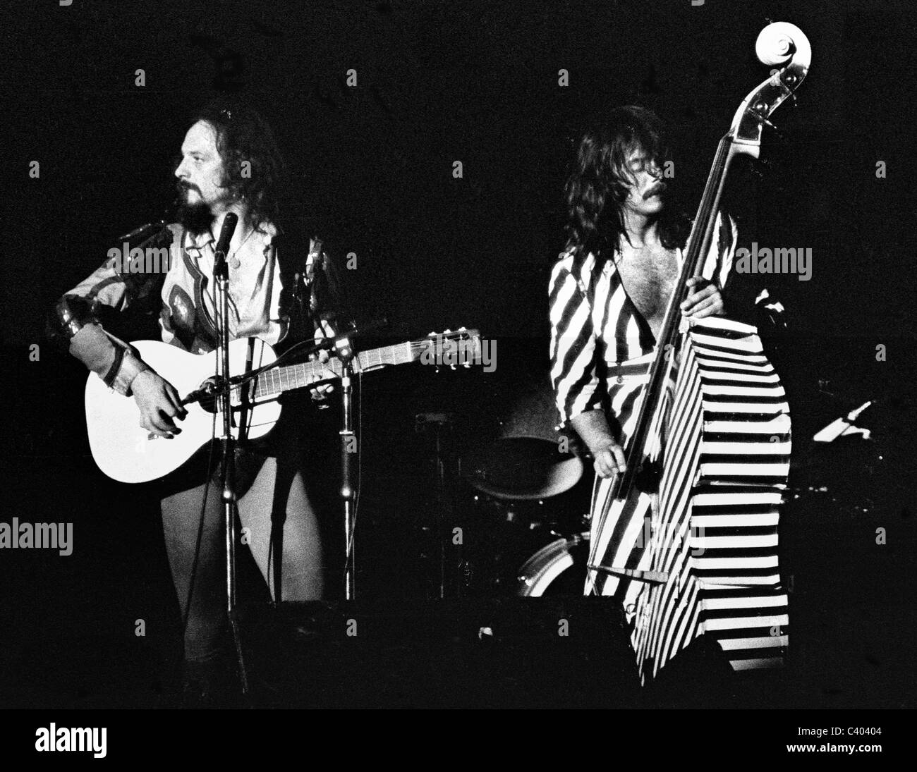 Ian Anderson and Jeffrey Hammond Hammond of Jethro Tull perform on stage in 1975 - Stock Image
