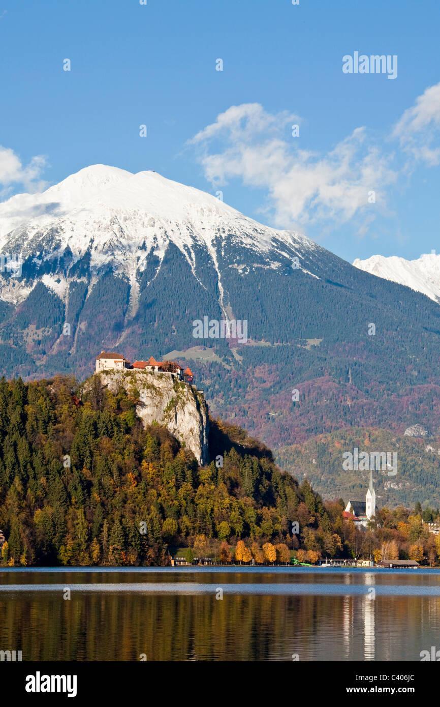 Slovenia, Europe, Bled, lake, castle, autumn, church, mountains - Stock Image