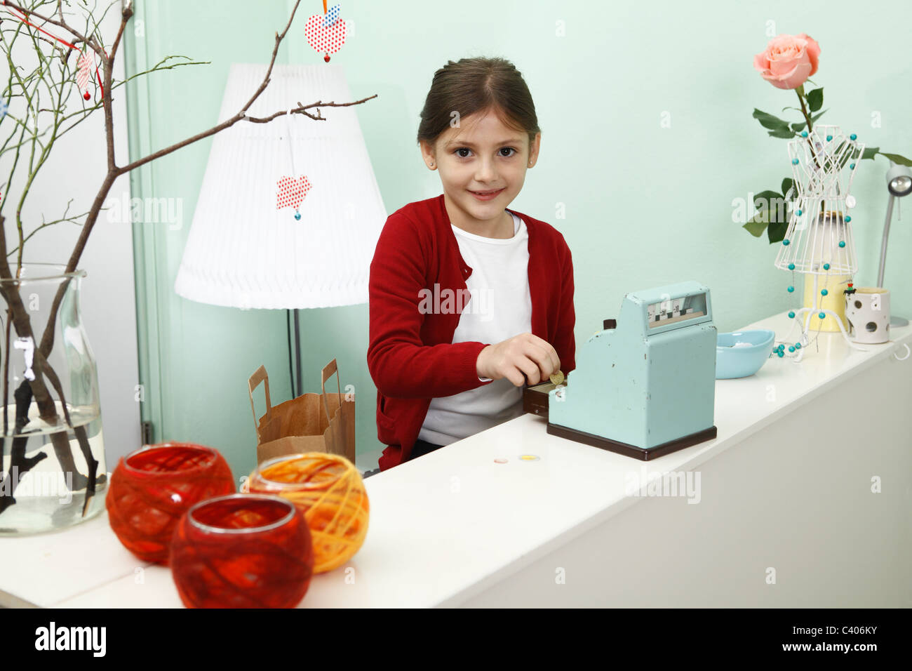 girl working behind shop till - Stock Image