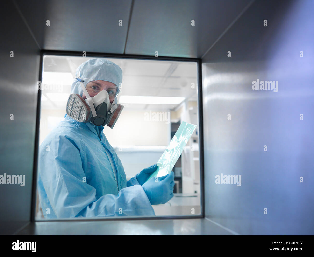 Scientist with product in clean room - Stock Image