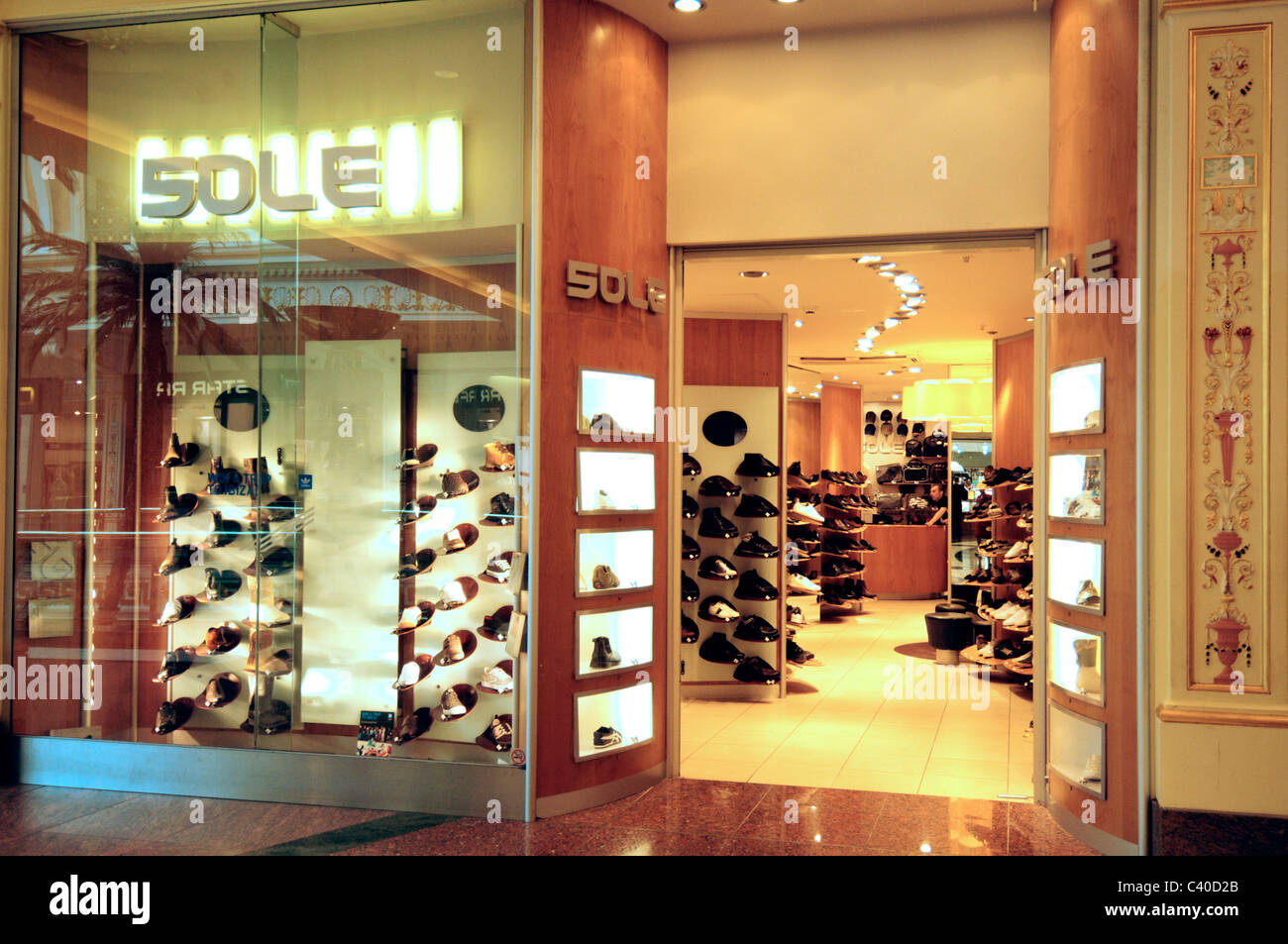 167e33695db8d Glass Door Inside Shoe Store Stock Photos & Glass Door Inside Shoe ...