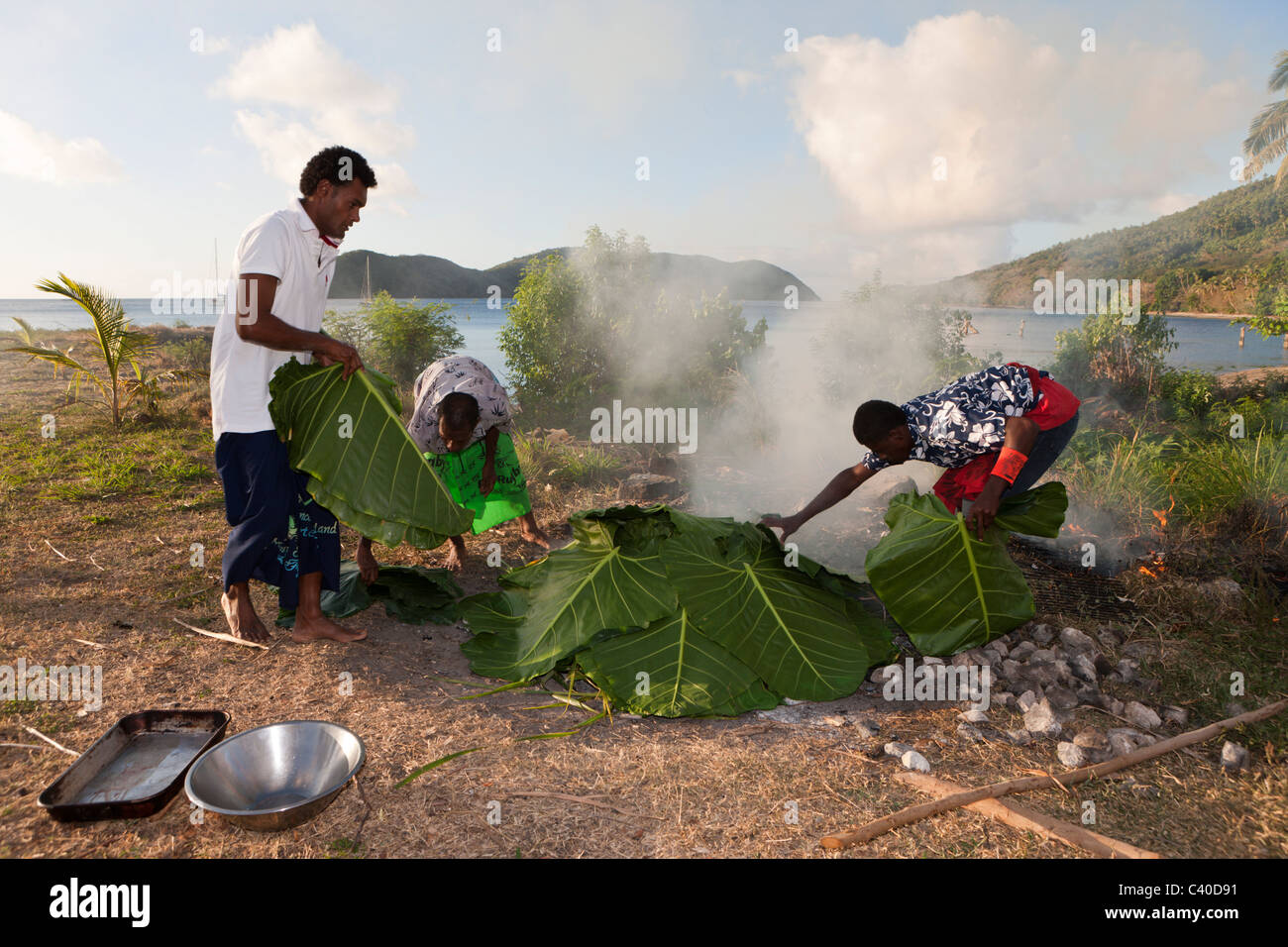 Natives cooking with Lovo Oven, Makogai, Lomaviti, Fiji - Stock Image
