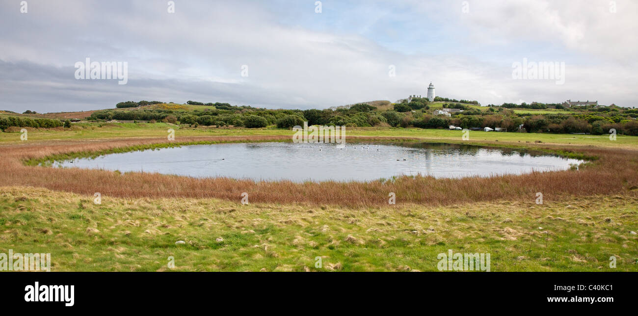 Big Pool and the lighthouse on the island of St Agnes in the Isles of Scilly - Stock Image