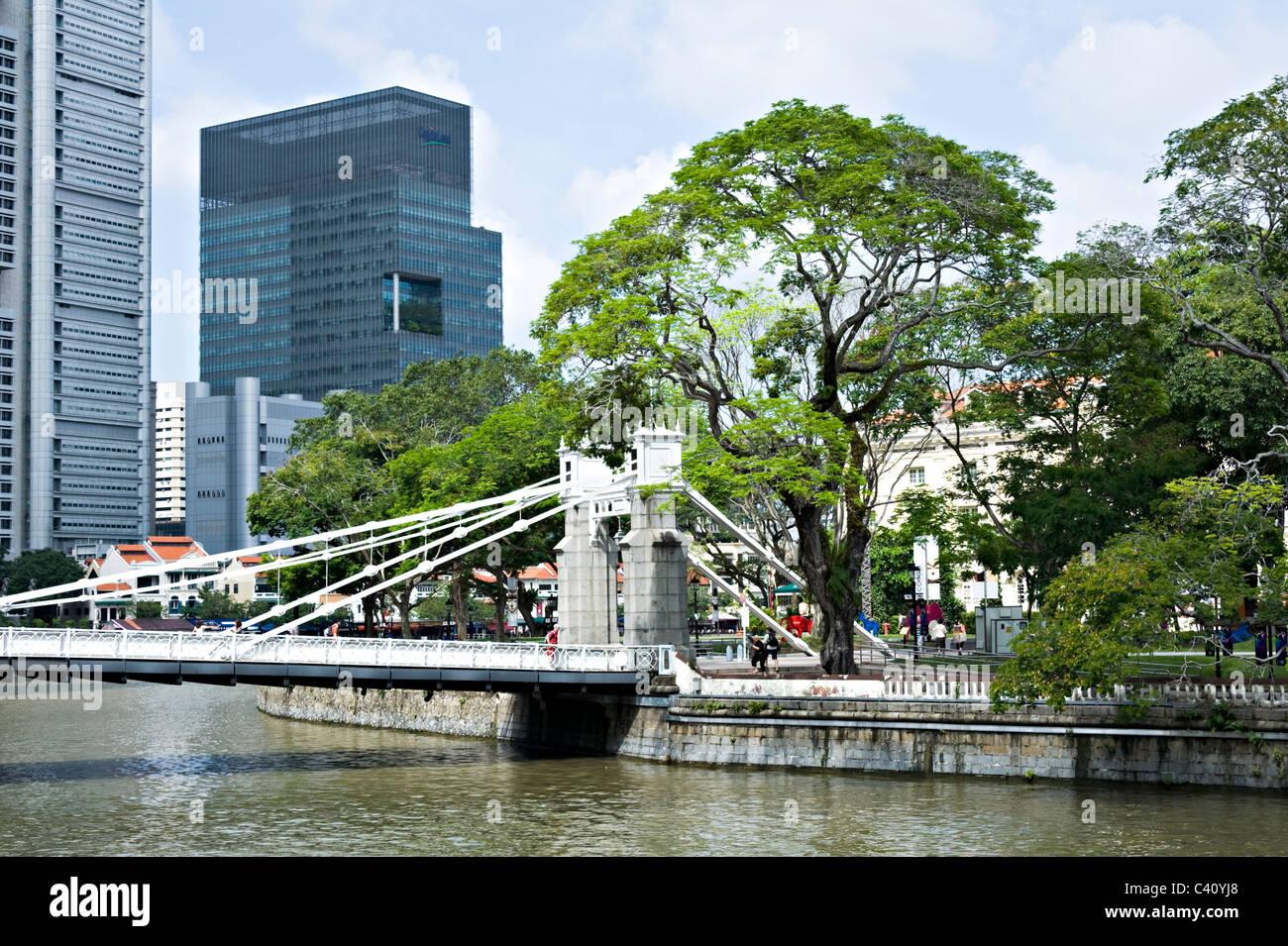 The Old Cavenagh Pedestrian Bridge Crosses Singapore River in Central Singapore Asia - Stock Image