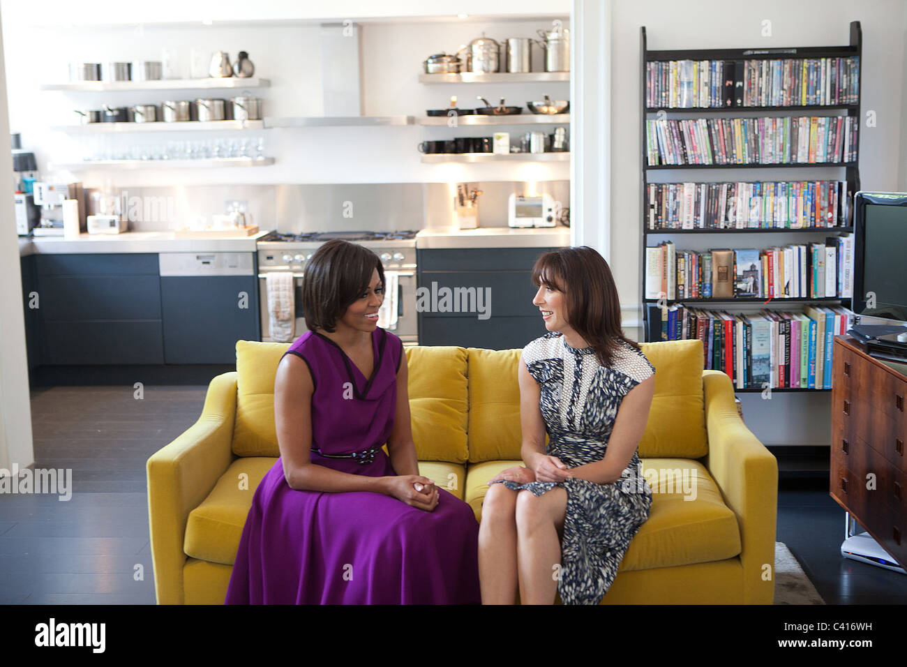 First Lady Michelle Obama and Samantha Cameron, talk before having tea in the private residence at Downing Street - Stock Image
