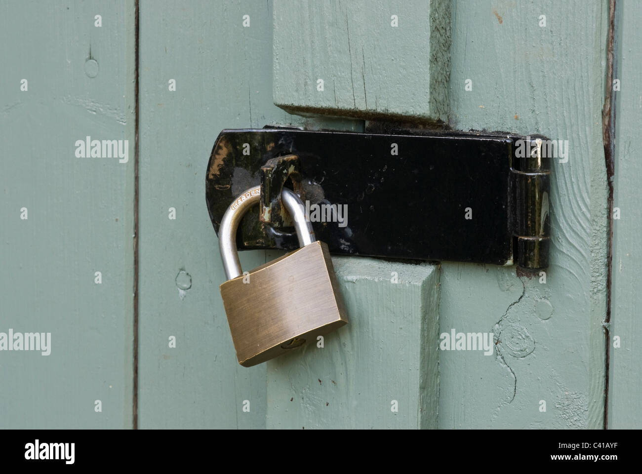 Old hasp and padlock on an old shed door. & Old hasp and padlock on an old shed door Stock Photo: 36909923 - Alamy