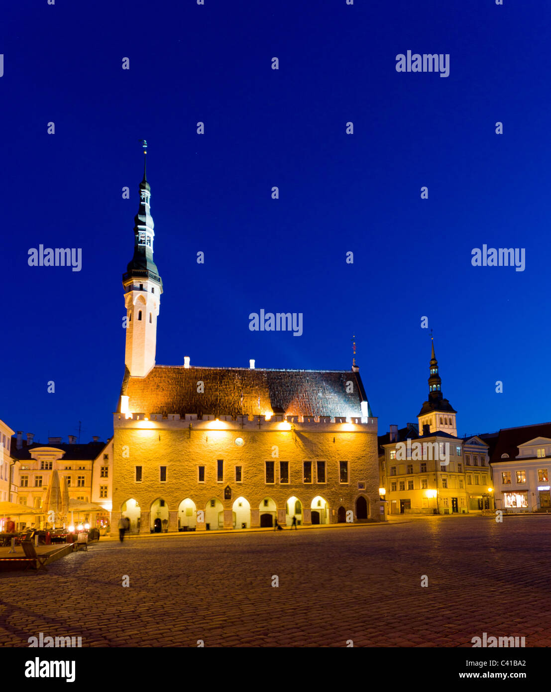 Tallinn in Estonia - Town hall in Raekoja Square at night - Stock Image