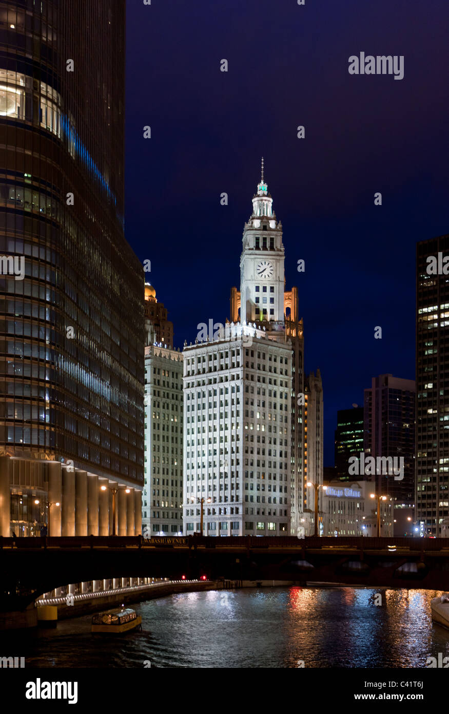 The Wrigley Building in Chicago at night - Stock Image