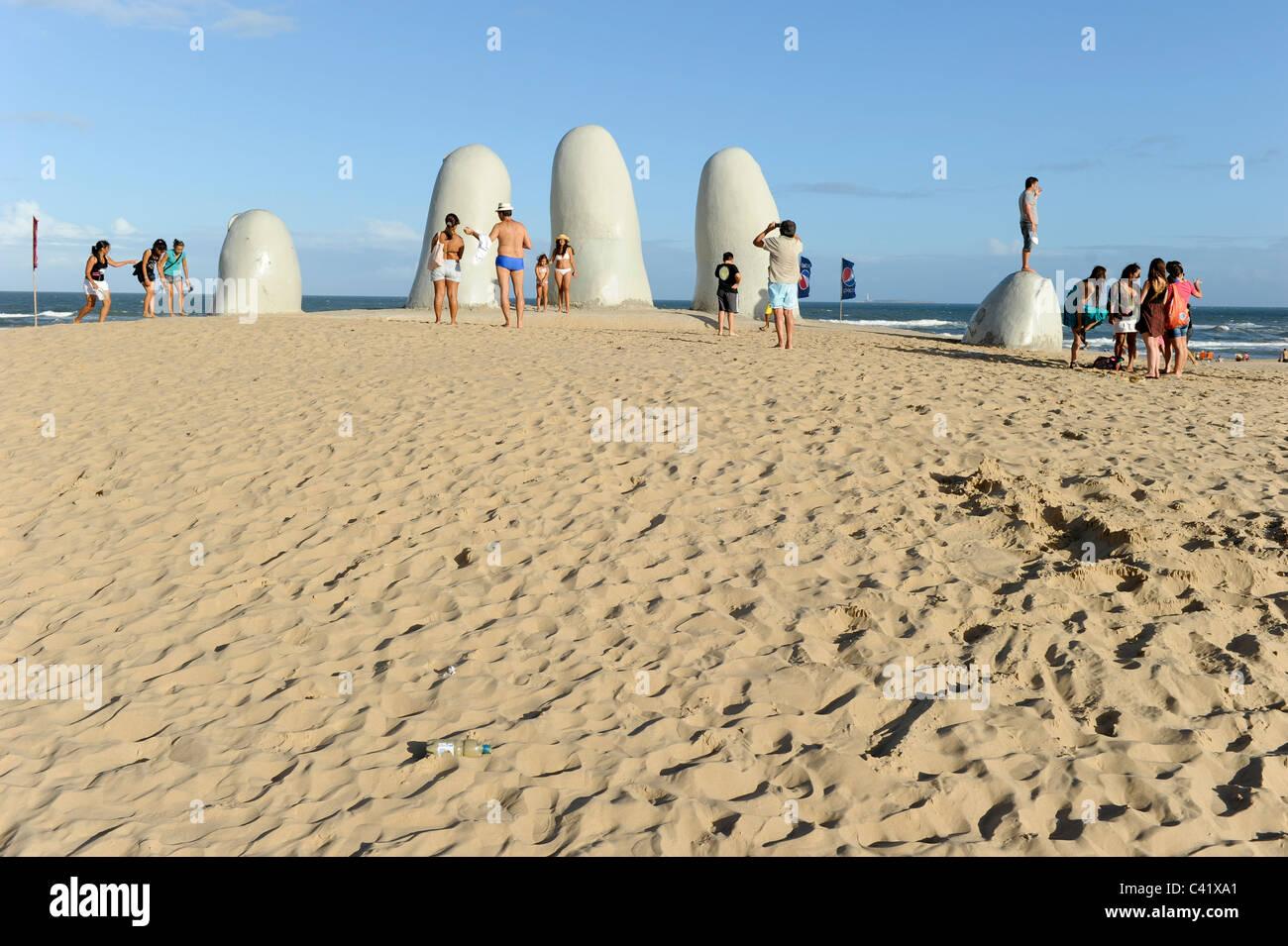"""URUGUAY Punta del Este sculpture """"Los Dedos"""" the fingers at the beach - Stock Image"""