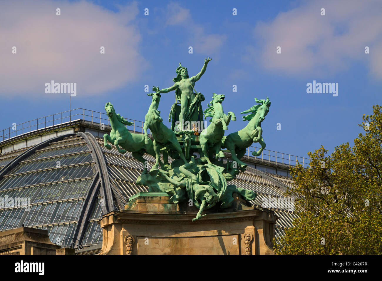 Quadriga by Georges Recipon, Grand Palais. Copper sculpture in the baroque style representing Harmony Triumphing - Stock Image