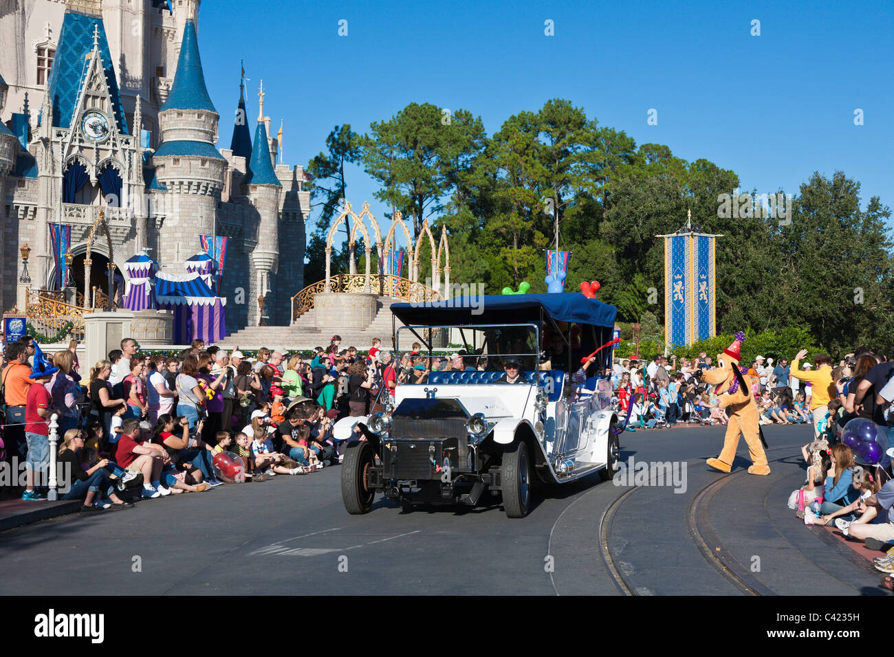 Goofy and an antique car in 'A Dream Come True' parade at the Magic Kingdom in Disney World, Kissimmee, - Stock Image