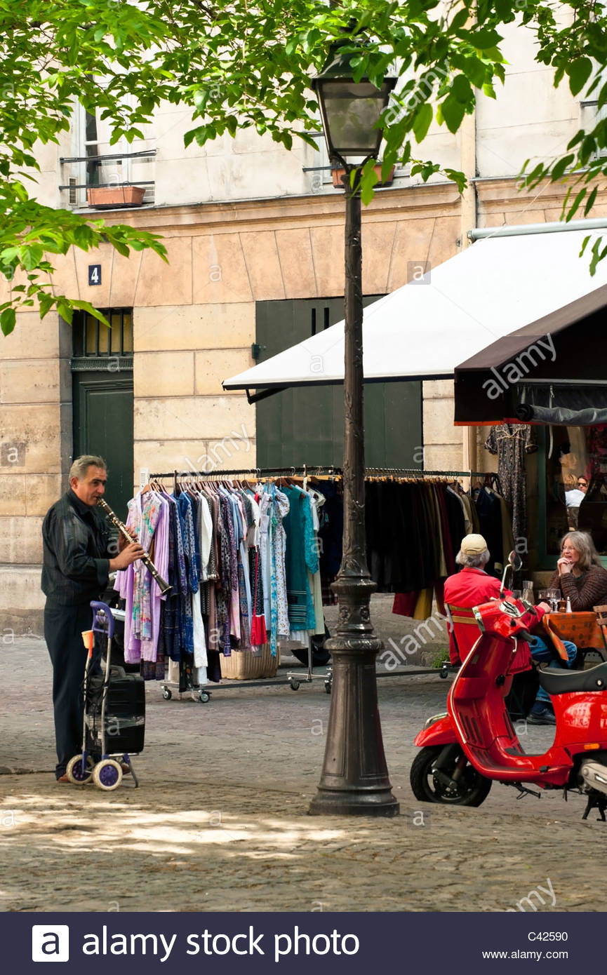 Street Musician playing in the Place du Marche Sainte Catherine in Le Marais Quarter of Paris - Stock Image