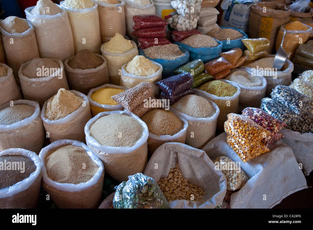 Peru, Cusco, Cuzco. Market, selling cereals, beans, etc. - Stock Image