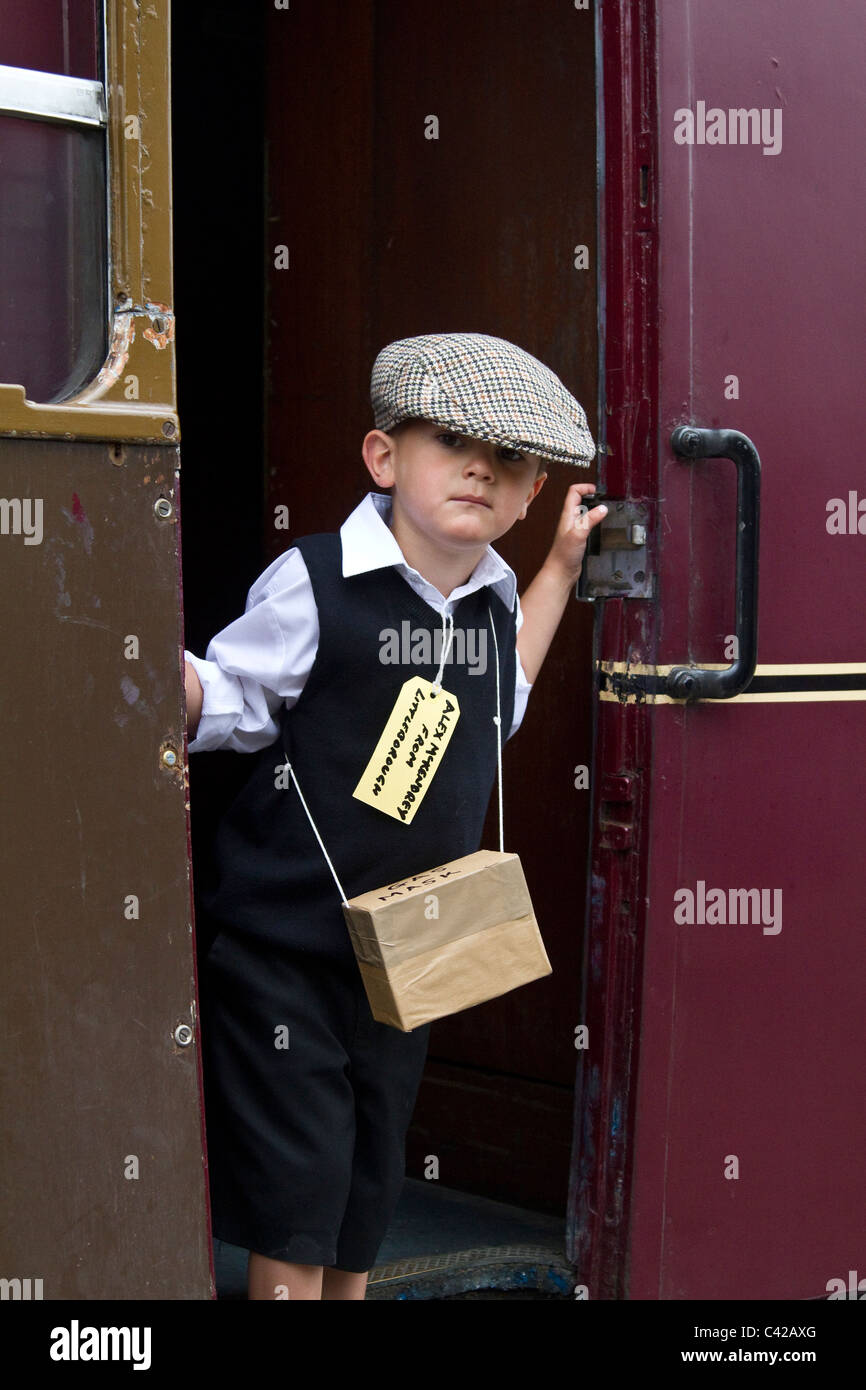 World War 2 Child refugee & evacuees.  Re-enactment at a British Railway Station. The 1940, 1941, 1942, 1943, - Stock Image