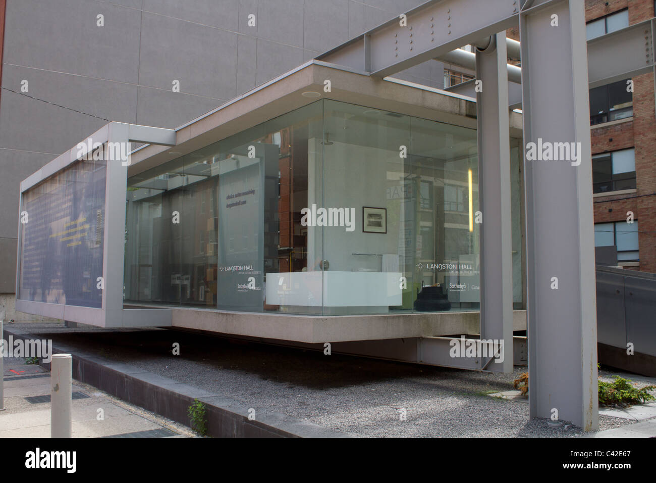 office steel beam glass wall outdoor - Stock Image