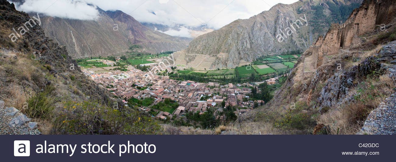 Peru, Ollantaytambo, Panoramic view of village. - Stock Image