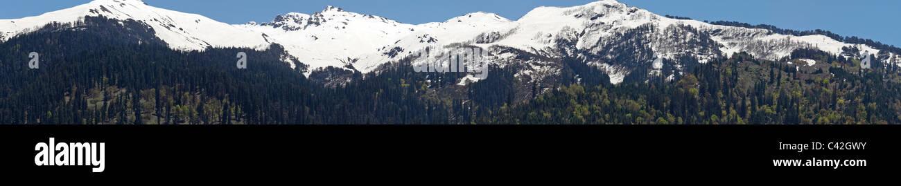 Panoramic landscapes of mountain ranges, Manali, Himachal Pradesh, India - Stock Image