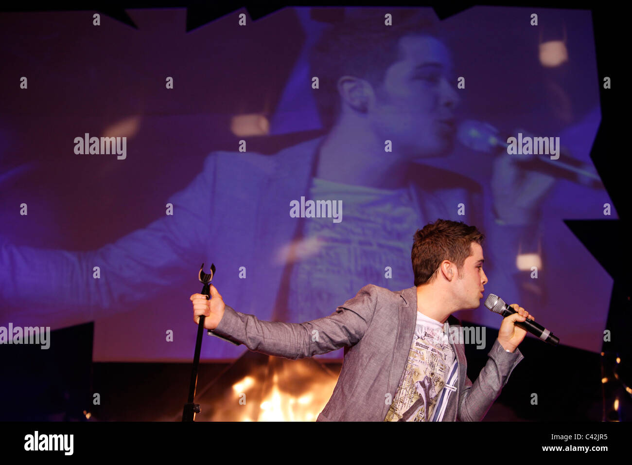 2009 X Factor winner Joe McElderry sings on stage at Glasgow's 'Glam in the City' event - Stock Image