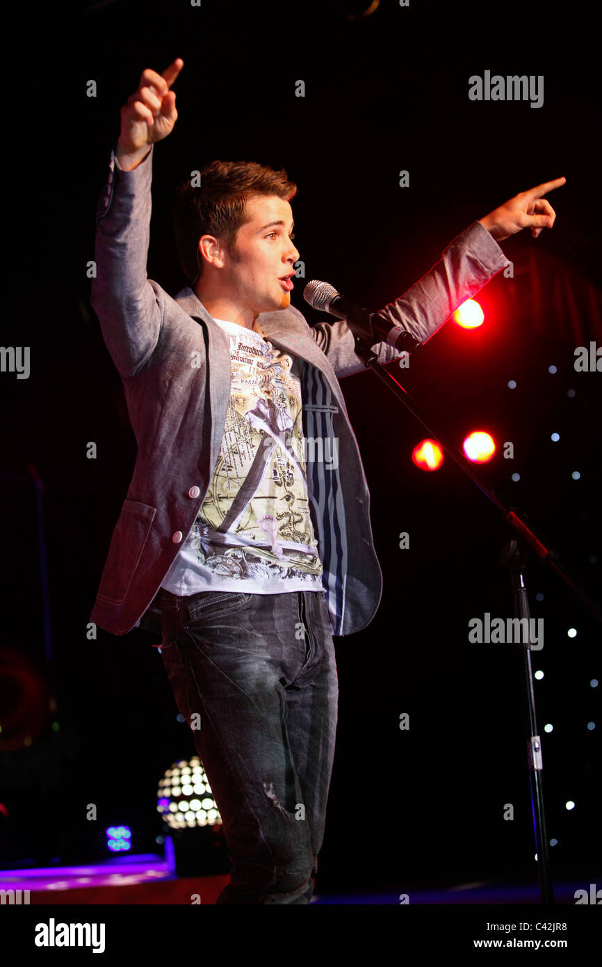 2009 X Factor winner Joe McElderry sings on stage at Glasgow's 'Glam in the City' event Stock Photo