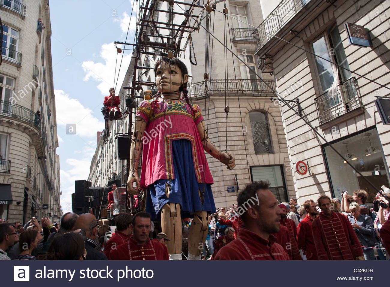 the little giant a giant marionette by royal de luxe walks through stock photo 36938547 alamy. Black Bedroom Furniture Sets. Home Design Ideas
