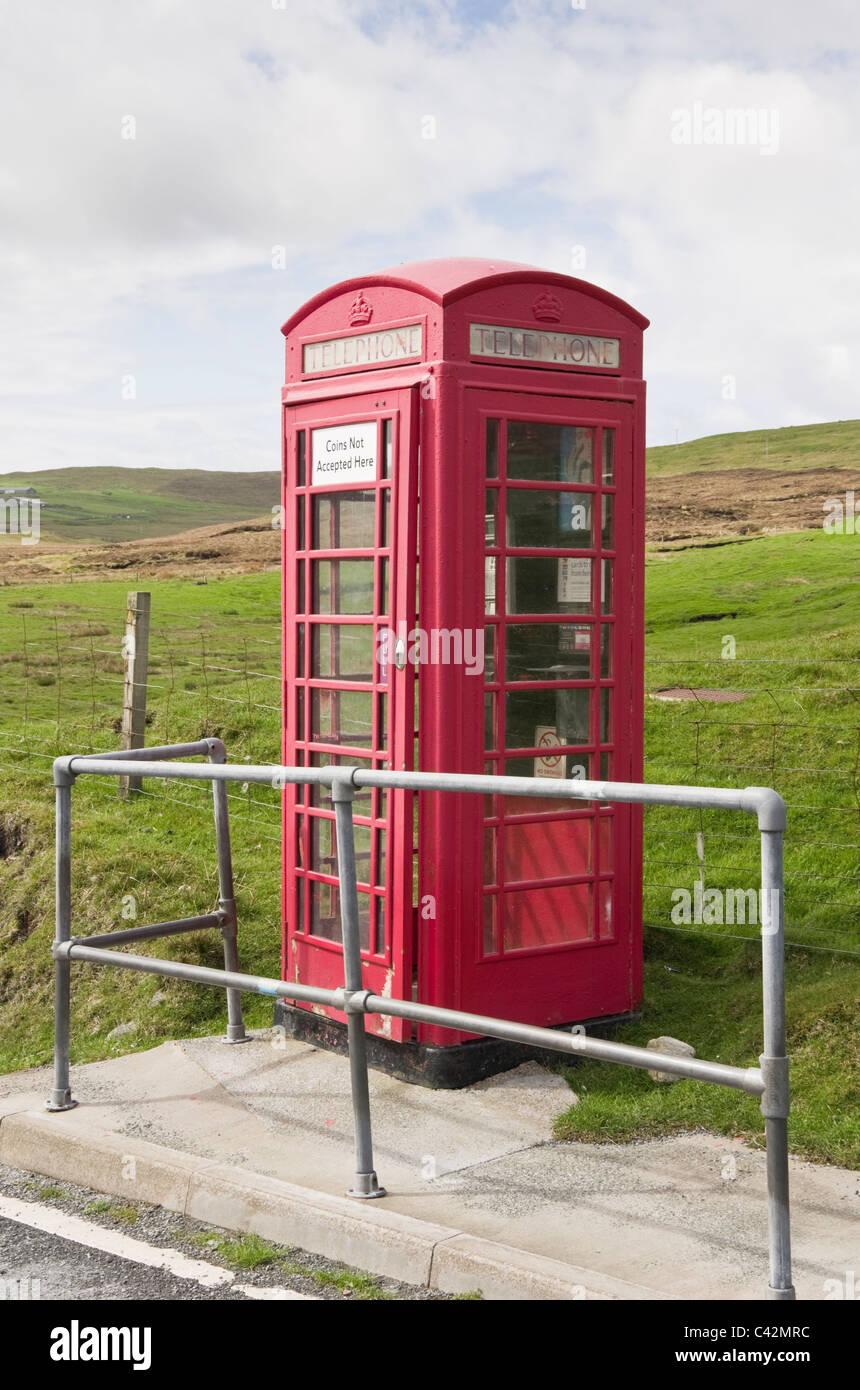 Voe, Northmavine, Shetland Islands, Scotland, UK. Rural red telephone kiosk accepting cards only. - Stock Image